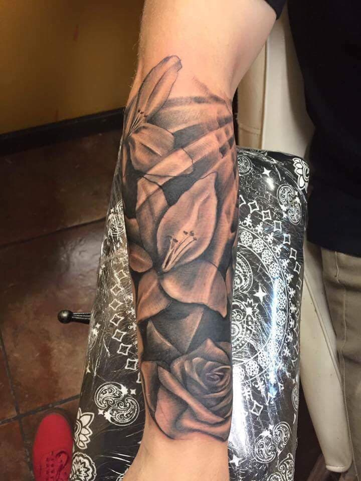 Black and Gray Flower Tattoo - Firme Copias